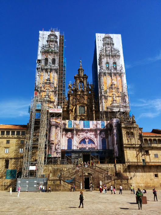 Cathedral in Santiago swathed in scaffolding